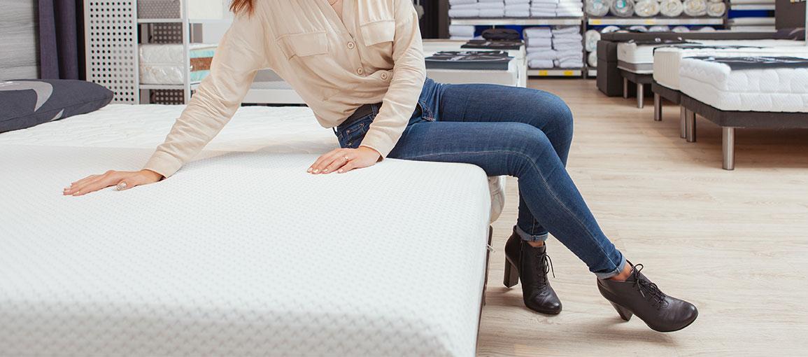 Czy warto kupić niepikowany pokrowiec na materac?
